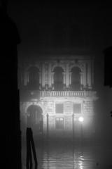 Ca' Pesaro (Weingarten) Tags: notte nuit night nacht buio obscurité darkness finsternis caigo caivo bruma nebbia brouillard brume fog dunst haze mist nebel capesaro santacroce palazzo palace palais palast italia italie italy italien veneto venetien vénétie venezia venedig venise serenissima