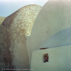 Shades of White, Santorini, Greece (WernerSchoen) Tags: santorini thira greece europe griechenland mauern walls white circle weis schattierungen rund gewölbe vault segments window film 6x6 yashica kreissegment fenster cyclades kykladen island