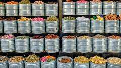 Color (Heinrich Plum) Tags: heinrichplum plum fuji xt xf1855mm marrakesch marrakech marokko morocco gewürze spices bunt farbenfroh colorful blechdosen cans tin blechbüchsen
