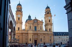 München - Theatinerkirche (St. Kajetan) (CocoChantre) Tags: bauwerk bayern deutschland europa kirche kirchturm münchen turm welt de