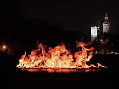 Lichtmalerei - light painting (ingrid eulenfan) Tags: leipzig johannapark lichtmalerei lightpainting neuesrathaus uniriese feuer fire ledlichtleiste pixelstick