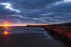 the rising 2 (photoautomotive) Tags: newhaven eastsussex england uk europe englishchannel sky sea sussex sunrise sun sunlight sunrays breakwater pier port harbour arches sand sandybeach water waves clouds thechannel lighthouse rocks canon canon7d 1740l