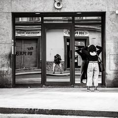 checking (Gerard Koopen) Tags: malaga spain espana straat street straatfotografie streetphotography candid streetlife blackandwhiteonly blackandwhite noir people woman beautiful beauty urban selfie reflections sonyalpha sony a7iii 24105mm 2019 gerardkoopen gerardkoopenphotography