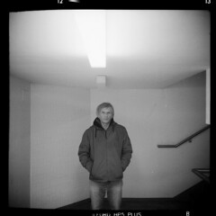 Stadt (tiltdesign2016) Tags: ilfordilfosol319 ilfordhp5400asa 400800 analogphotography bw adoxgolf63 canoncanoscan9000f mittelformat wuppertal elberfeld stadt street strase stroll portrait tiltdesign