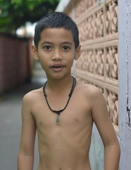 amulet boy (the foreign photographer - ฝรั่งถ่) Tags: aug292015nikon boy shirtless amulet khlong bang bua portraits bangkhen bangkok thailand nikon d3200