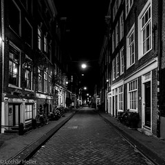Amsterdam_Night_4477 (Lothar Heller) Tags: lotharheller amsterdam blackandwhite blanconegro city holland monochrome nacht netherland niederlande night schwarzweiss stadt urban