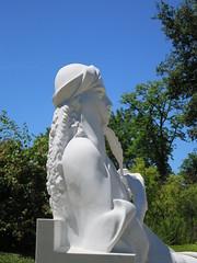 Statue de la poétesse persane Mahsati Gandjavi (1089-vers 1181) - Jardin public, Cognac (16) (Yvette G.) Tags: statue sculpture poésie mahsatigandjavi cognac 16 charente poitoucharentes nouvelleaquitaine jardinpublic