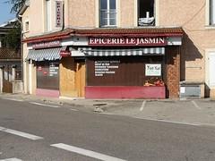 Le Jasmin ne fait pas recette (laphotoduxix) Tags: drome 26 façade commerce ancien désertification travaux