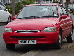 1995 Ford Escort 1.6 Ghia (Neil's classics) Tags: vehicle 1995 ford escort 16 ghia car