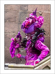 La fille des oiseaux (Francis =Photography=) Tags: saverne alsace carnival carnaval 2017 venetiancarnival grandest costumes suit venise venice canon600d carnavalvenitien fondblanc costume france personnes bordurephoto europa europe 67 chapeau hat hut oiseaux costumées carnavalvénitien extérieur costumés basrhin