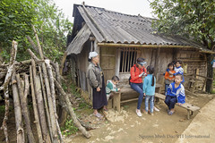 April 07, 2019 - World Health Day (Nguyen Minh Duc (Mr.)) Tags: hoabinhprovincetheactivityincludeshouseholdvisitstoass inthepast lacsondistrict rti usaid vietnamwasendemicfortrachomaandiscurrentlyworkingandma andfhfstaffcarryingoutthetrachomaimpactsurveyinngocl ishelpingthevietnamnationalinstituteofophthalmologyvnio ledbyrtiinternationalwithincountrysupportfromthefredh providingsupportfortrachomaactivitiesthesephotographsdes hoabinh hoabinhprovincetheactivityincludeshouseholdvisitstoassesstheeyelidsofcommunitymemberstocheckforanysignsofongoingtransmissionoftrachoma vietnam was endemic for trachoma is currently working making efforts eliminate disease usaid's envision projectand fhf staff carrying out impact survey ngoc lau communeis helping national institute ophthalmology vnio achieve this goalled by international with incountry support from fred hollows foundation fhfproviding activities these photographs describe capture technical team composed