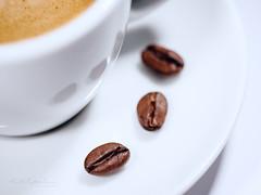 1,2,3 - Coffeeee !!! (Karsten Gieselmann) Tags: 60mmf28 braun em5markii farbe food kunstlicht mzuiko macromondays makro microfourthirds olympus weis artificiallight brown color kgiesel m43 macro mft white brew coffee