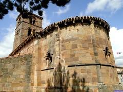 Vizcaínos (santiagolopezpastor) Tags: espagne españa spain castillayleón castilla burgos provinciadeburgos medieval middleages iglesia church románico romanesque ábside apse torre tower