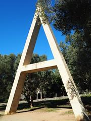 Poema visual transitable en tres parts. 1 Naixença / Joan Brossa (tgrauros) Tags: a barcelona esculturas escultures jardinsdemariàcañardolacasta joanbrossa poemavisualtransitable poesiavisual sculptures