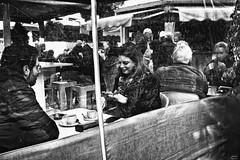 Solo unos años de diferencia bn (Joaquín Mª Crespo) Tags: blackwhite byn blancoynegro callejeo streetphoto streephotgraphy people ages monocromo bares