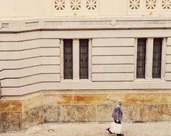 persigo (lucia yunes) Tags: streetphoto streetmarket streetscene streetphotography streetlife lifestreet lifeinstreet cenaderua fotografiaurbana fotoderua fotografiaderua luciayunes motoz3play homem caminho