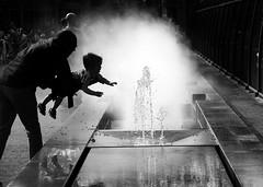 Touching Water (Eddy Allart) Tags: amsterdam artis dutch man child nino hombre kind fontijn fountain fuente