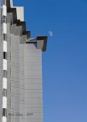 picos de luna _DSC2851 (Rodo López. Fotero... instantes en un clic) Tags: luna edificacion minimal minimalismo nikon elbierzo españa explore excapture naturebynikon spain sol