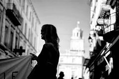 Porteuse d'un message - Arles - (Loïc.Kervignac) Tags: marchepourleclimat manif manifestation blackandwhite noiretblanc reportage arles 16mars