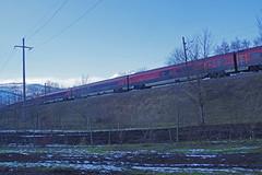 IMGP3487a RJX 162 Budapest-Keleti - Zürich HB Richtung Buchs SG (Alvier) Tags: schweiz ostschweiz alpenrheintal rheintal rhein rheindamm baustelle autokran bunker railjet berge alpstein dreischwestern alvier