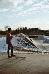 Skateboarding in the winter sun (1) (auqanaj) Tags: kodakgold200 nikonf3hp nikonnikkor50mm114ais analog bis20190206 cewescanat72dpi film skateboard skatepark skaterpark amberg bayern bavaria deutschland germany gegenlicht backlighting abendstimmung abend abendsonne evening sun sonne nonprocessed