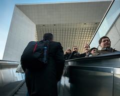 (numéro six) Tags: escalier escalator arche people gente stairs escadas ladéfense paris france urban ubrano urbain