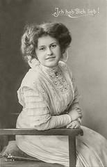 Vorführdame 1910 (Model) (zimmermann8821) Tags: deutscheskaiserreich deutschesreich bluse damenfrisur frisur kleid atelierfotografie fotografie gruskarte postkarte vorführdame model
