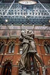 Meet me under the clock (bart7jw) Tags: london railway station rail st pancras train england tourist statue