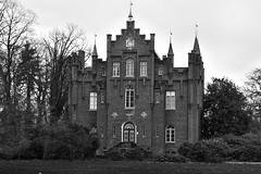 Kasteel Aerwinkel. (wimjee) Tags: nikond7200 nikon d7200 kasteel castle roerdalen limburg nederland niksoftware silverefexpro2 monochrome zwartwit blackwhite afsdx18–55mmf35–5vrii