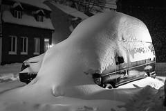 Après la tempête (Philippe POUVREAU) Tags: vert snow neige hiver winter canada québec quebec amériquedunord car voiture night nuit tempête storm street rue 2019 truck canon 50mm