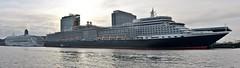 Aurora en Queen Elizabeth (Hugo Sluimer) Tags: cruiseship cruise cruises cruiser cruiseportamsterdam amsterdam noordholland nederland holland cruiseterminal cruiseschip nikon nikond500 d500