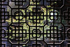 Baisha, Wen Chang Palace, Chinese window (blauepics) Tags: china chinese chinesisch yunnan province provinz baisha city stadt architecture architektur buildings gebäude wen chang wenchang palace palast spring frühling square platz house haus trees bäume window fenster pattern muster symmetries symmetrien