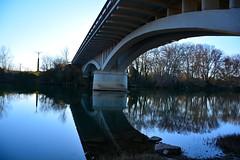 Reflejo en el Ebro (alfredo2057) Tags: alfredo azul agua arbol senderismo nikon color rio puente campo