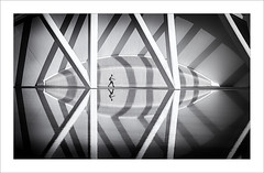 Primeres llums II / The first lights II (ximo rosell) Tags: bn blackandwhite blanco negro bw buildings valencia arquitectura architecture abstract abstracció llum luz light people calatrava nikon d 750 ximorosell ciudaddelasciencias
