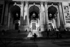 The New York Public Library (PrimiFer) Tags: ny new york public library escalera stairs nikon d80 blanco negro byn bw y monocromático gente