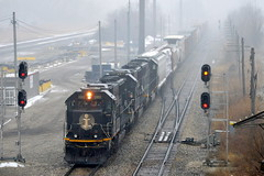 Central Ave (Robby Gragg) Tags: ic sd70 1001 chicago