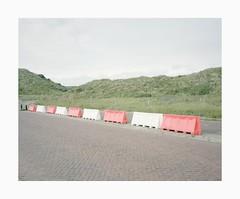 Bloemendaal, 2018 (Darius Urbanek) Tags: 65mm 6x7 kodak mamiya7 analog color film mediumformat urban bloemendaal street dunes road