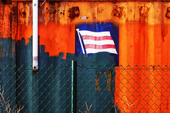 container (roberke) Tags: container omheining vlag kleurrijk kleuren colorfull colors detail closeup outdoor flag lijnen lines abstract roest rust