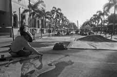 2019 Lake Worth Street Painting Festival (PositiveAboutNegatives) Tags: leica leitz leicaflex leicaflexsl slr 35mm 35mmelmarit leicar yellowfilter film analog bw blackandwhitefilm foma fomapan fomapan100 rodinal coolscan lakeworth florida streetpaintingfestival