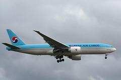 B777 HL8076 Korean Air Cargo (Avia-Photo) Tags: airport aeroplane airline airliner aviacion airplane airlines aircraft airliners avion aviation boeing egll flugzeug heathrow heavy jet lhr luftfahrt plane planespotting pentax spotter widebody