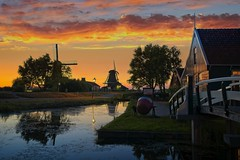 Iconic Dutch House - HDR (l.cutolo) Tags: gold dutchlandscape sony silky ngc sunset silkycould village tlp worldtrekker on1raw netherlands calm windmills aperture landscape zaandam oldtowns hdr water dusk longexposure lights sonya7iii lucacutolo flickr millscape reflections zaanseschans goldhours sonyfe1635mmf28gm