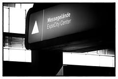 ExpoCity Center (Art de Lux) Tags: berlin icc messe fair messegelände fairground schild sign schwarzweis sw blackandwhite bw mono mft microfourthirds artdelux