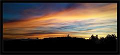 Un coucher de soleil sur Puycelsi (Jean-Louis DUMAS) Tags: sunset sun sunlight sunrise coucherdesoleil ciel sky crepuscule crépuscule creativeartphotography clouds nuage soleilcouchant puycelsi ombre panoramique panorama panoramic pano villagedefrance village paysage nature landscape landscapesdreams