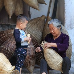 Learning the trade! (DepictingPhotos) Tags: asia baskets children hungyen vietnam weavers