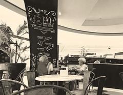 muito que falar (lucia yunes) Tags: cenaderua fotografiaderua fotoderua bar café cafeteria coffeeshop coffee mobilephoto mobilephotography motozplay luciayunes streetphoto streetscene streetphotography streetlife