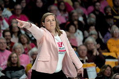 Minnesota Golden Gophers Women's Basketball coach, Lindsay Whalen coaches a game against Penn State from the sidelines (Lorie Shaull) Tags: womensbasketball gophers gopherswomensbasketball goldengophers williamsarena minnesota basketball lindsaywhalen