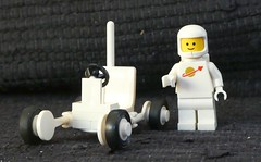 White Rover - Febrovery 2019 23 (captain_j03) Tags: toy spielzeug 365toyproject lego minifigure minifig moc febrovery space rover car auto 886