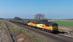 With the sun just scraping the front of the cab, 56113 & 56090 make light work of the returning 6E32 Preston Docks to Lindsey as the 'grids' power past Worlaby on the 29th March '19. (mark.latham@ymail.com) Tags: colas worlaby 6e32 56090 56113
