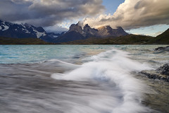 Coup de vent sur les Cuernos del Paine ~ Lago Pehoe #1 [ Parc national Torres del Paine ~ Chili ] (emvri85) Tags: d850 zeiss 21mm milvus patagonie chili parcnationaltorresdelpaine cuernosdelpaine pehoe lagopehoé leefilters vagues waves vent wind lake chile