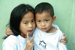 sister and brother (the foreign photographer - ฝรั่งถ่) Tags: sister brother two children kids khlong thanon portraits bangkhen bangkok thailand canon